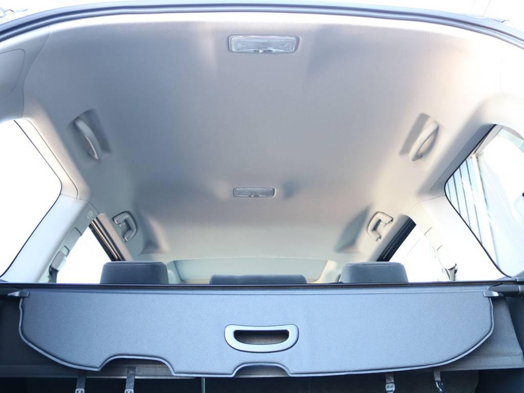広々した天井!フリップダウンモニターの取り付け事例もございます。   トヨタ ランドクルーザープラド 2.8 TX ディーゼルターボ 4WD 5人 新車未登録車 9インチナビ