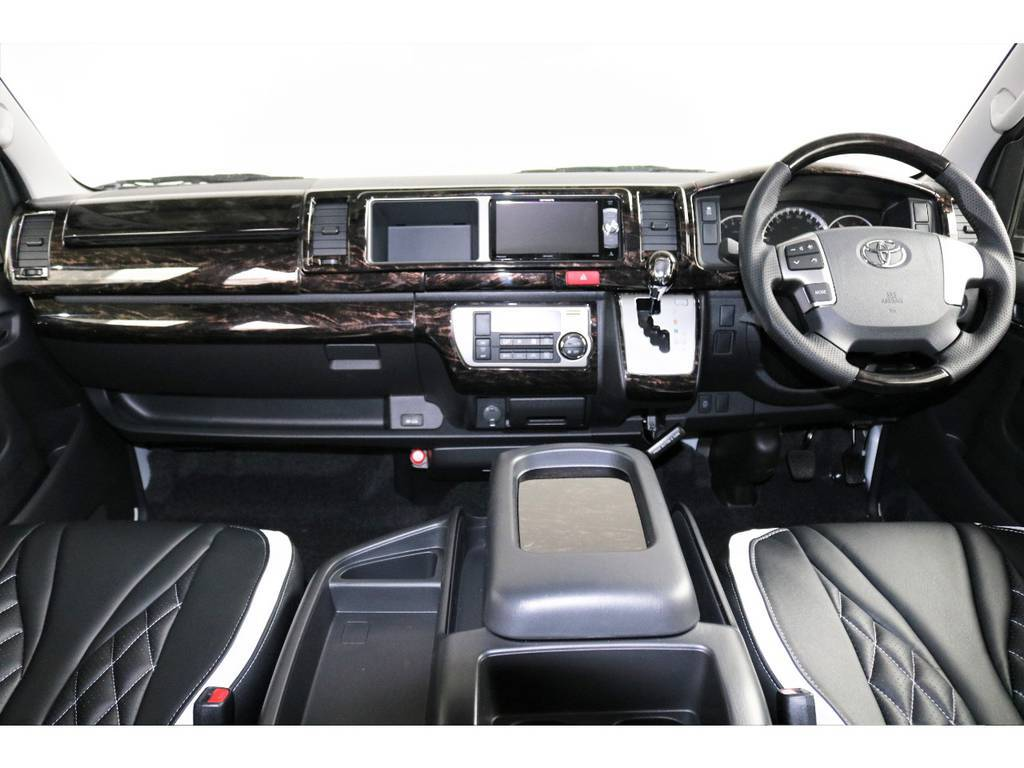 茶木目マホガニー調フロントインテリアパネル/本革シフトベゼル/ステアリングホイールカスタム済です!高級感のある車内に仕上がっております! | トヨタ ハイエース 2.7 GL ロング ファインテックツアラー 両側パワスラ ETC2.0