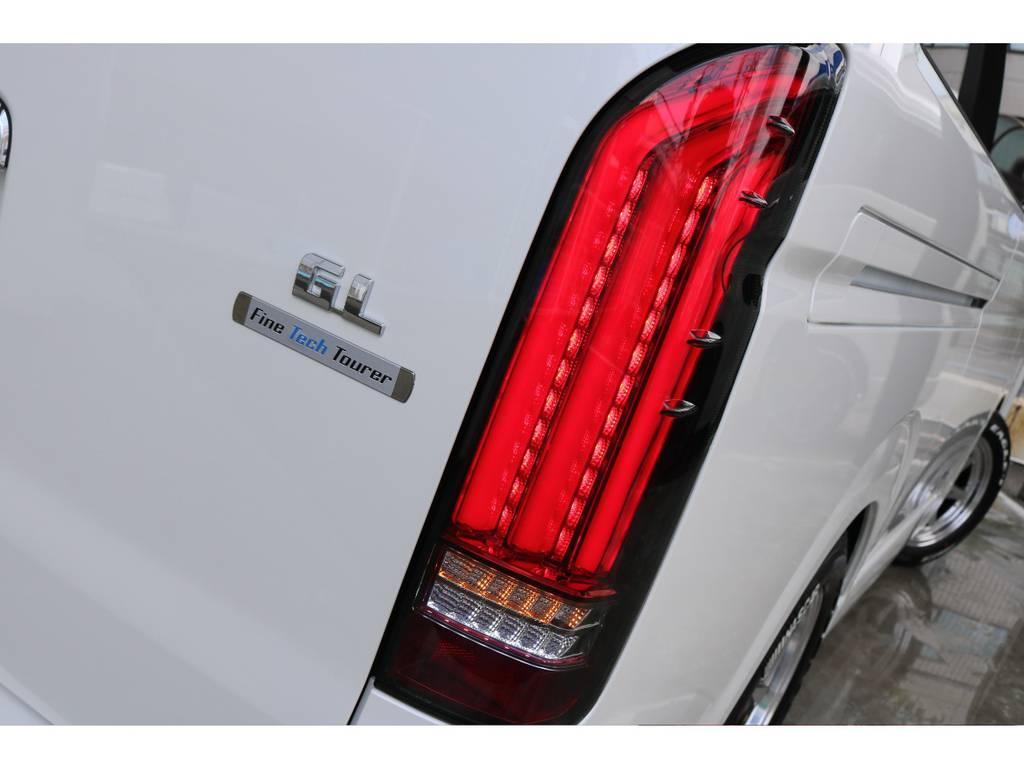 FLEXオリジナルアルティメットLEDテールランプ 点灯時のイメージです! | トヨタ ハイエース 2.7 GL ロング ファインテックツアラー 両側パワスラ ETC2.0
