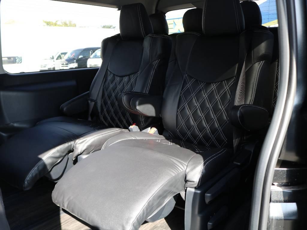 キャプテンシートにはオットマンも装備されておりゆったりとくつろげます!
