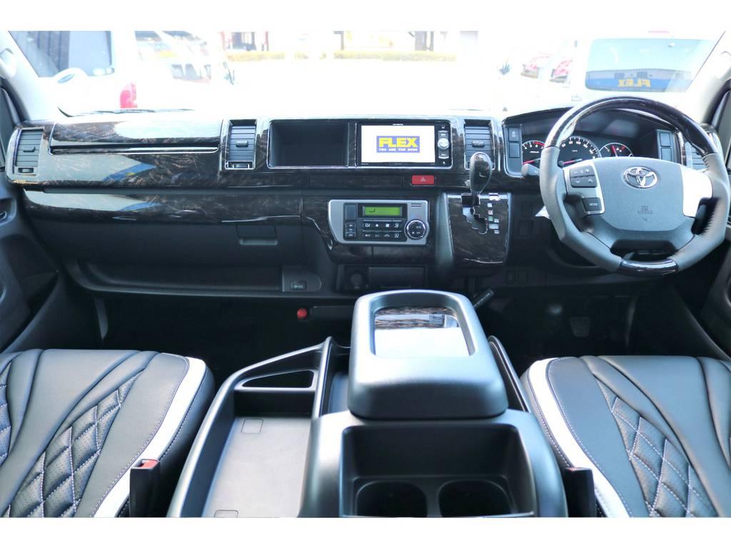 マホガニー調のコンビステアリング+シフトノブ+インテリアパネルを装着し、高級感の漂う車内に仕上がりました♪