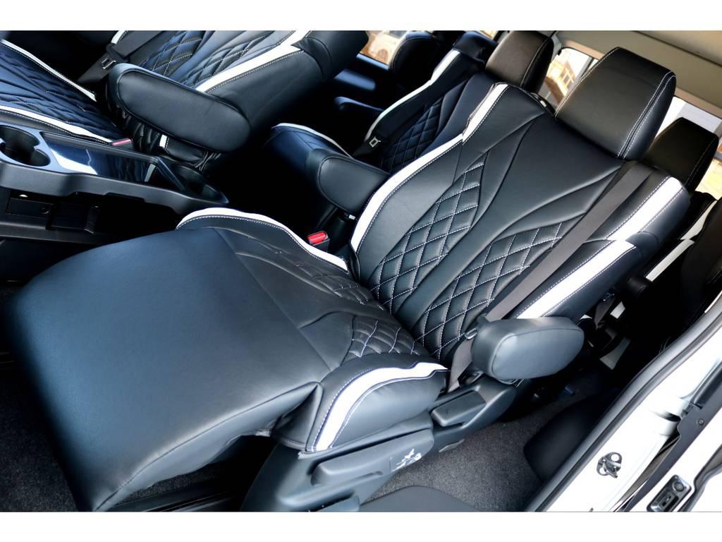 快適なドライブにはかかせないオットマンが標準装備のキャプテンシートです!肩回りまで深く包み込むコチラのシートは、快適の一言です♪