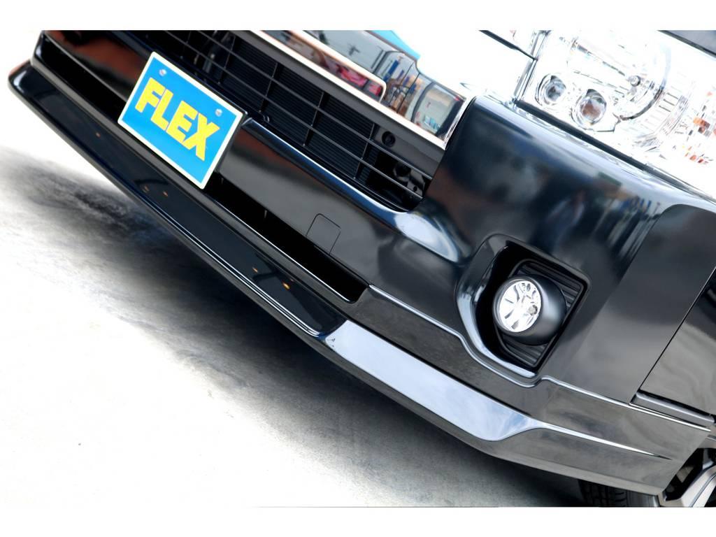 FLEXオリジナル Delfino Lineフロントスポイラーを装着!ハイエースの丸みがあるフロントリップ部にシャープな印象を付加します!