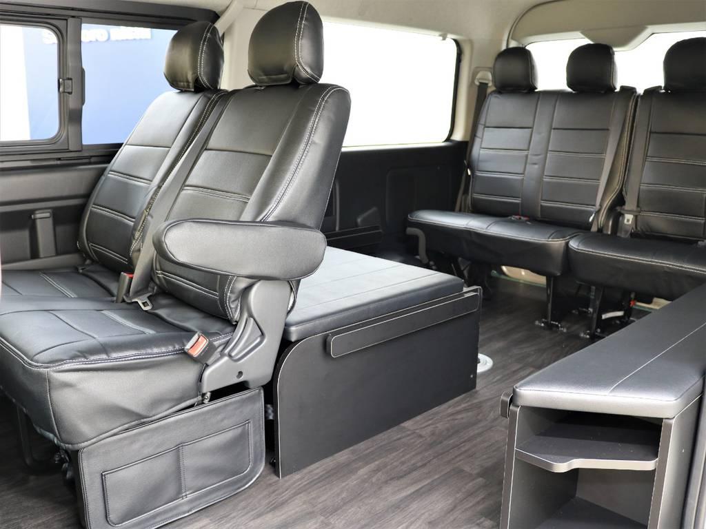 後ろ向き座席を2脚設定しております!