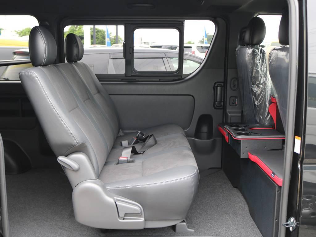 セカンドシートもフロント座席同様、ダークプライムⅡ専用のベンチシートです!もちろんリクライニング可能!