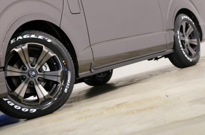 FLEX専用カラーのバルベロ17インチアルミホイール(アーバングランデ)&グッドイヤー ナスカータイヤ!FLEXオリジナルDelfino Lineフェンダー!