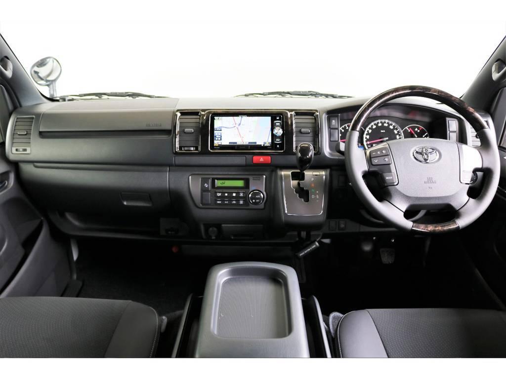 特別仕様マホガニー調フロントインテリアパネル/本革シフトベゼル/ステアリングホイールです!高級感のある車内です♪