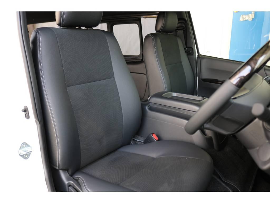 運転席側のドアを開けた時のイメージです!ハイエースは車高が高く前がないので運転しやすいですよ!