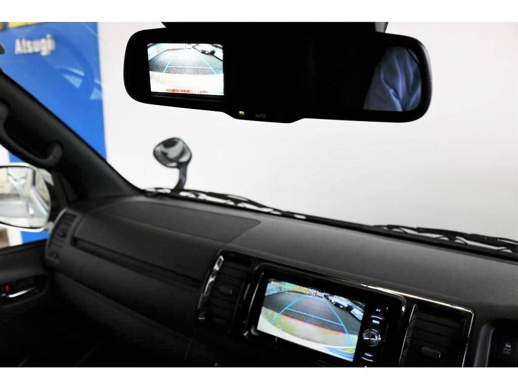 メーカーオプションの「バックカメラ付き自動防眩ミラー」搭載!車体の大きいハイエースの駐車もご安心ください
