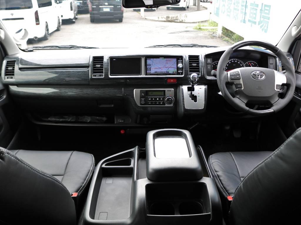 黒木目インテリアキットと黒革調シートカバーを全席に新品装着し、質感向上&リフレッシュ済みのインテリア!