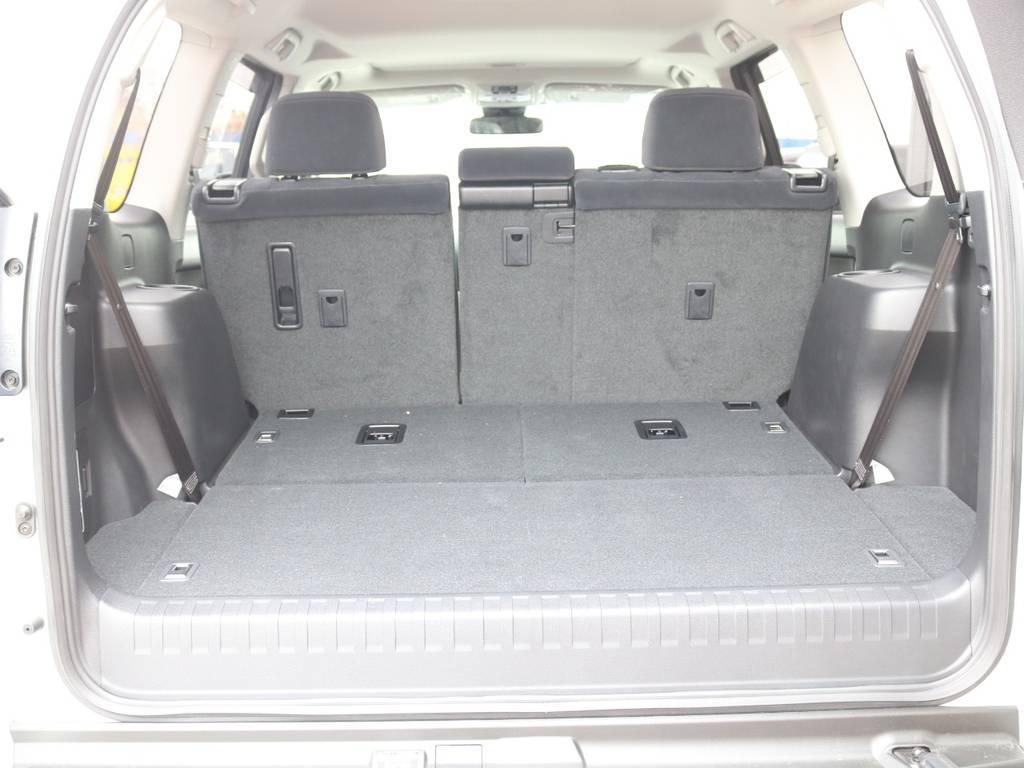 荷室は7人乗りでも座席が下にしまわれるので広く使えます☆ | トヨタ ランドクルーザープラド 2.8 TX ディーゼルターボ 4WD 7人 新車未登録車 9インチナビ