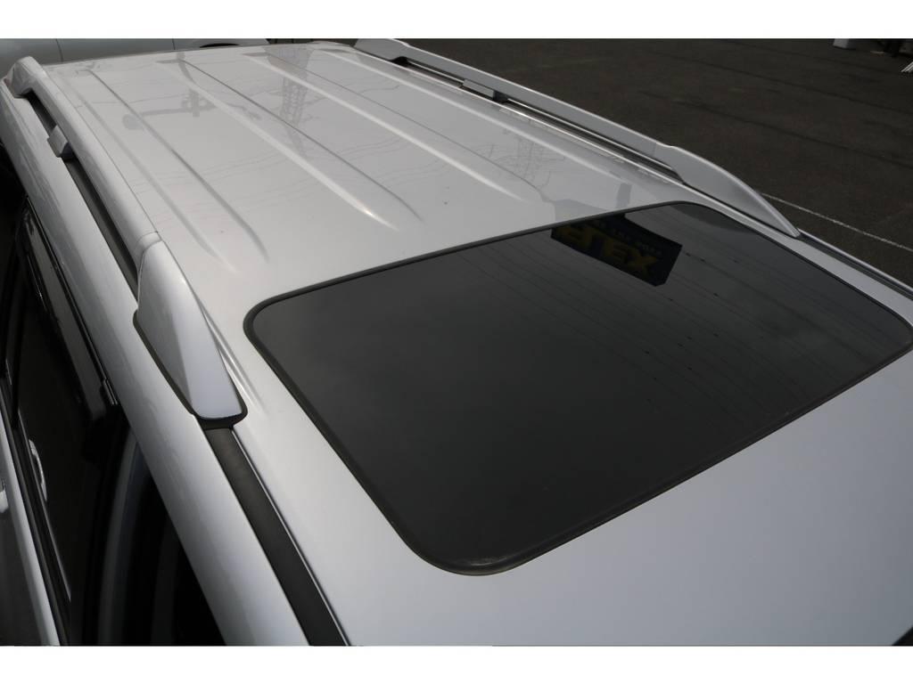 ディーラーオプション設定のシルバールーフレールも装着済み!見た目のカッコ良さはもちろんですが、ルーフラックを装着できたりと機能面でも、とても便利です★ | トヨタ ランドクルーザープラド 2.8 TX ディーゼルターボ 4WD 5人 17AW&KO2 9ナビBカメ