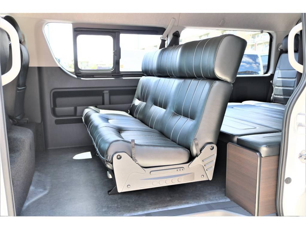 ゆったりと3人乗車可能なセカンドシート!! | トヨタ ハイエース 2.7 GL ロング ミドルルーフ アレンジAS施工