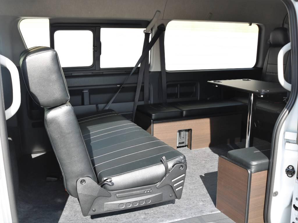 セカンドシートは対座に可能!出先での休憩にぴったり♪ | トヨタ ハイエース 2.7 GL ロング ミドルルーフ アレンジAS トリプルモニター