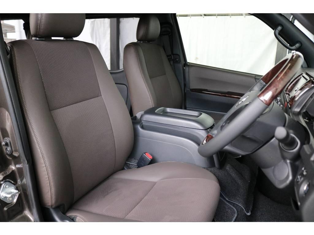 運転席側のドアを開けた時のイメージです。ハイエースは車高が高く前がないので運転しやすいですよ!!