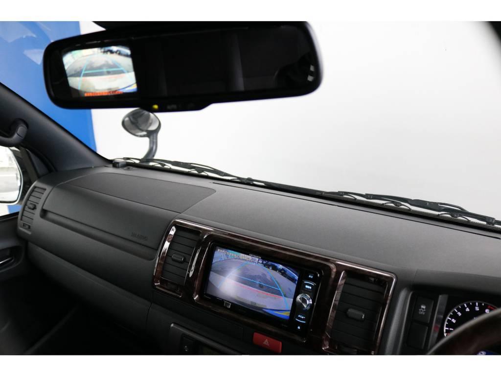 メーカーオプションのバックカメラ付き自動防眩ミラー搭載です!車体が大きいハイエースの駐車もご安心ください!