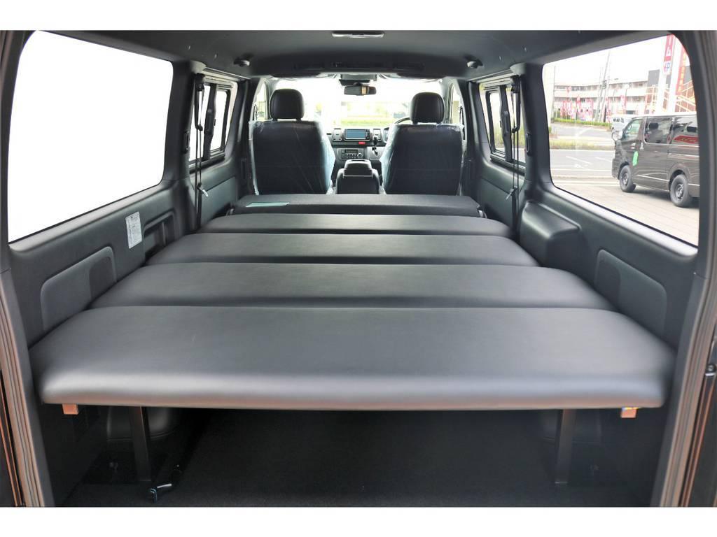FLEXオリジナルのベッドキットを装着しており、寝台としてのご利用も可能です!高さの変更も4段階で可能で、荷台を多く利用される場合にも対応が出来ます!