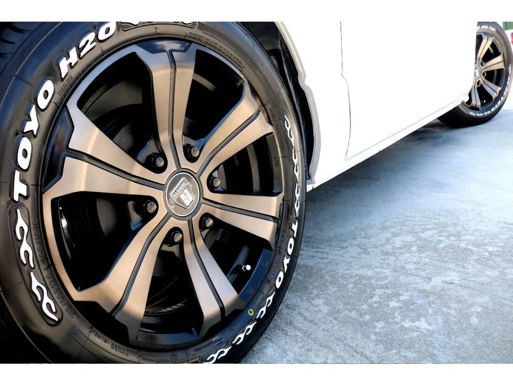 FLEXオリジナル バルベロUG 17インチアルミを装着!ブロンズカラーのモダンな雰囲気がパールの車体に良く合います♪