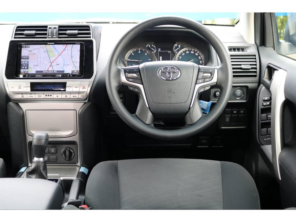 ステアリングスイッチ、クルーズコントロール、エアバッグと装備も充実★こちらの新型モデルからは、エアバッグ部にステッチが入りオシャレになってます★ | トヨタ ランドクルーザープラド 2.7 TX 4WD 5人 FLEXエアロキット 20AW