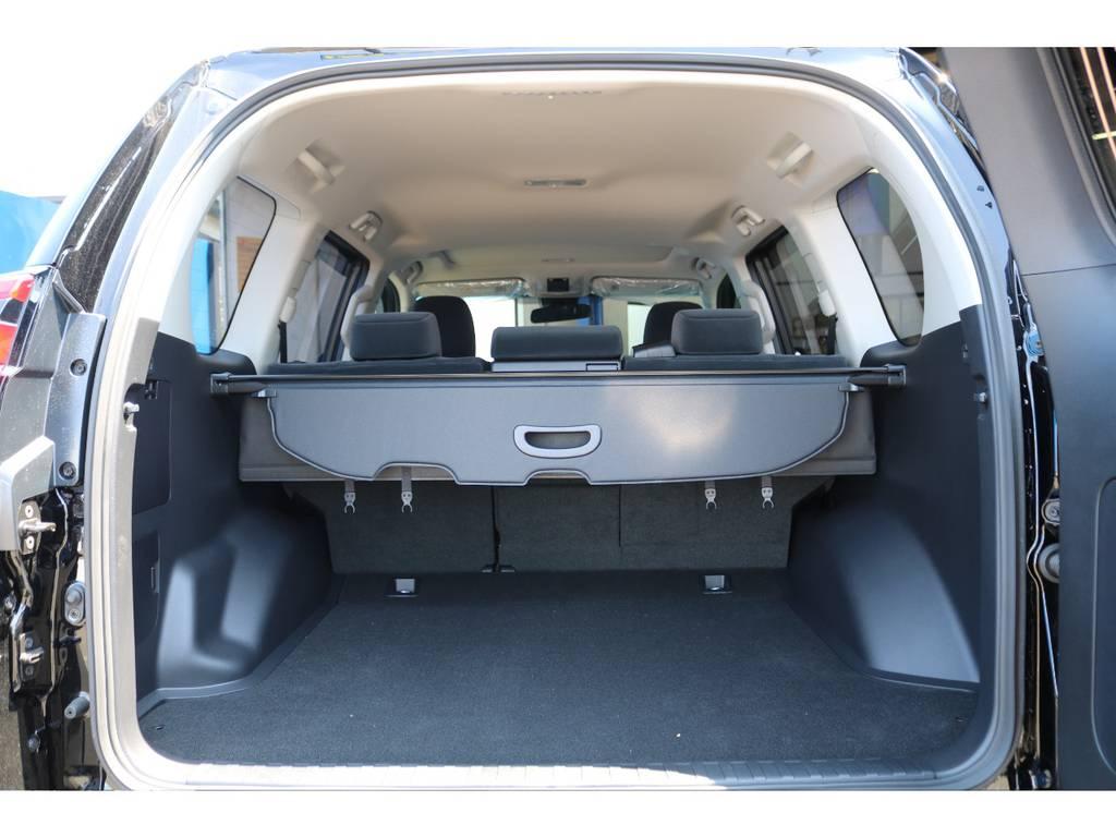 ゴルフバッグ、釣り竿、キャンプ用品など様々なアイテムを多く積載可能なラゲッジルーム★プライバシー保護のトノカバーも付いてますので、お荷物の日よけにもご利用いただけます♪ | トヨタ ランドクルーザープラド 2.7 TX 4WD 5人 FLEXエアロキット 20AW