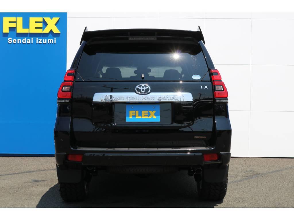 車を購入し、フルノーマルからカスタムするとなると、数十万円の高額な費用がまた掛かってしまいます!当店の新車在庫車であれば、そういったカスタム分も含めてローンでご購入が可能ですよ★ | トヨタ ランドクルーザープラド 2.7 TX 4WD 5人 FLEXエアロキット 20AW