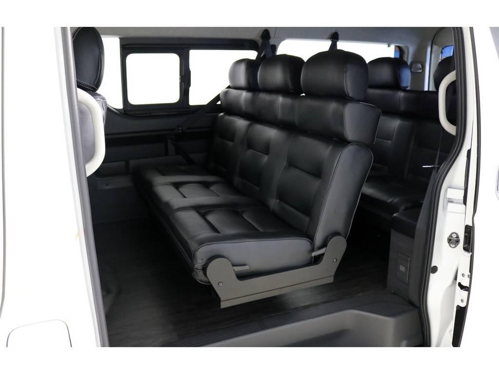 セカンドシートはオリジナル3人掛けシート&サードシートはオリジナル2人掛けシートに変更!