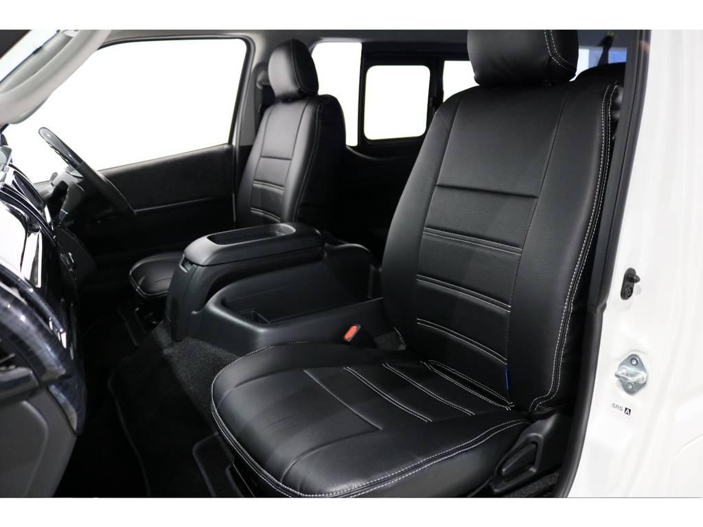 フロントシートはブラックレザー調シートカバー!