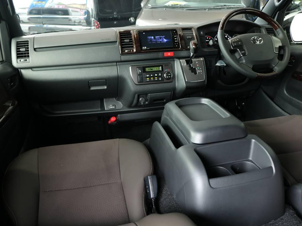 特別仕様車専用内装です! | トヨタ ハイエースバン 2.0 スーパーGL 50TH アニバーサリー リミテッド ロングボディ