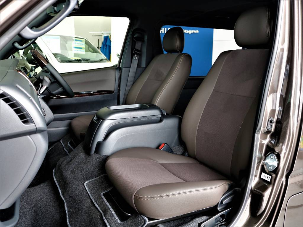 特別仕様車専用シートです! | トヨタ ハイエースバン 2.0 スーパーGL 50TH アニバーサリー リミテッド ロングボディ