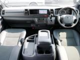特別装備点多数の特別仕様車【ダークプライムⅡ】のハイエース ワイドバンが入庫致しました♪