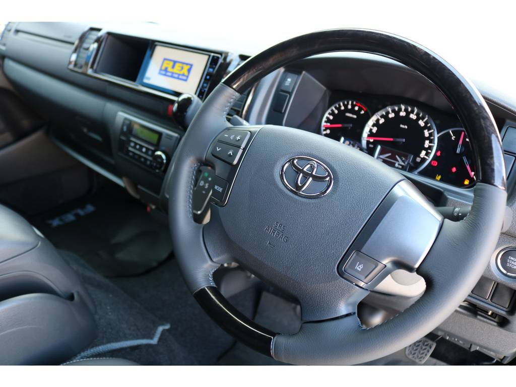 コンビステアリングの質感も良く、運転が楽しくなります♪