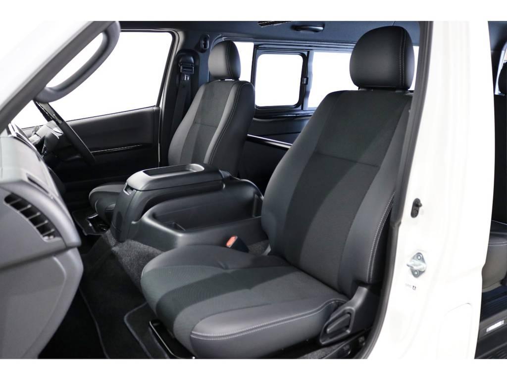 """特別仕様車スーパーGL""""DARK PRIME Ⅱ""""専用のシート表皮はダークグレーのトリコット+合成皮革&ダブルステッチ!"""