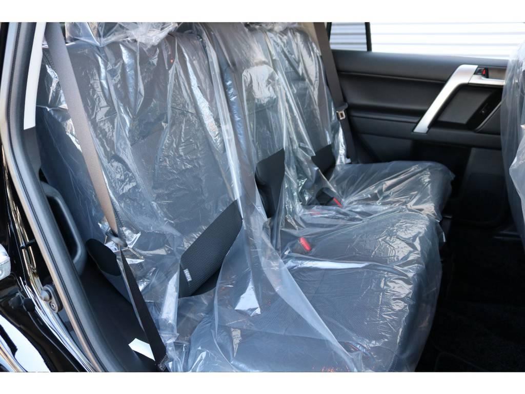 後部座席は大人もくつろげるスペースが御座います☆ | トヨタ ランドクルーザープラド 2.7 TX Lパッケージ 4WD 新車未登録 即ご納車OK