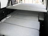 2段ベッドを完備した内装アレンジ【Ver5】!シート・ベッドマットにファブリック生地を採用しております♪