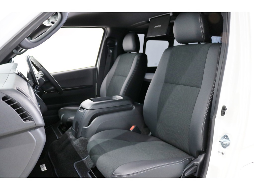 """特別仕様車スーパーGL""""DARK PRIMEⅡ""""専用のシート表皮はダークグレーのトリコット+合成皮革&ダブルステッチ!"""