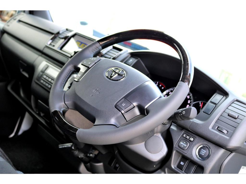 マホガニー調ステアリングも特別仕様車専用です!!