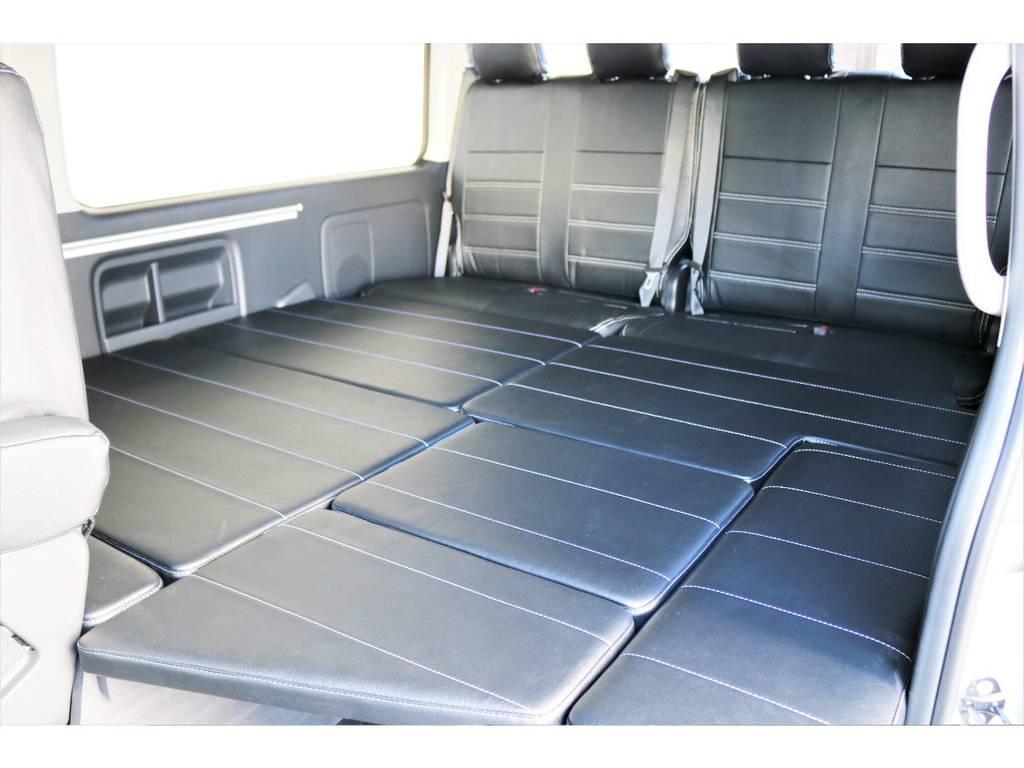 マットを敷けばベッド空間が広がります!!