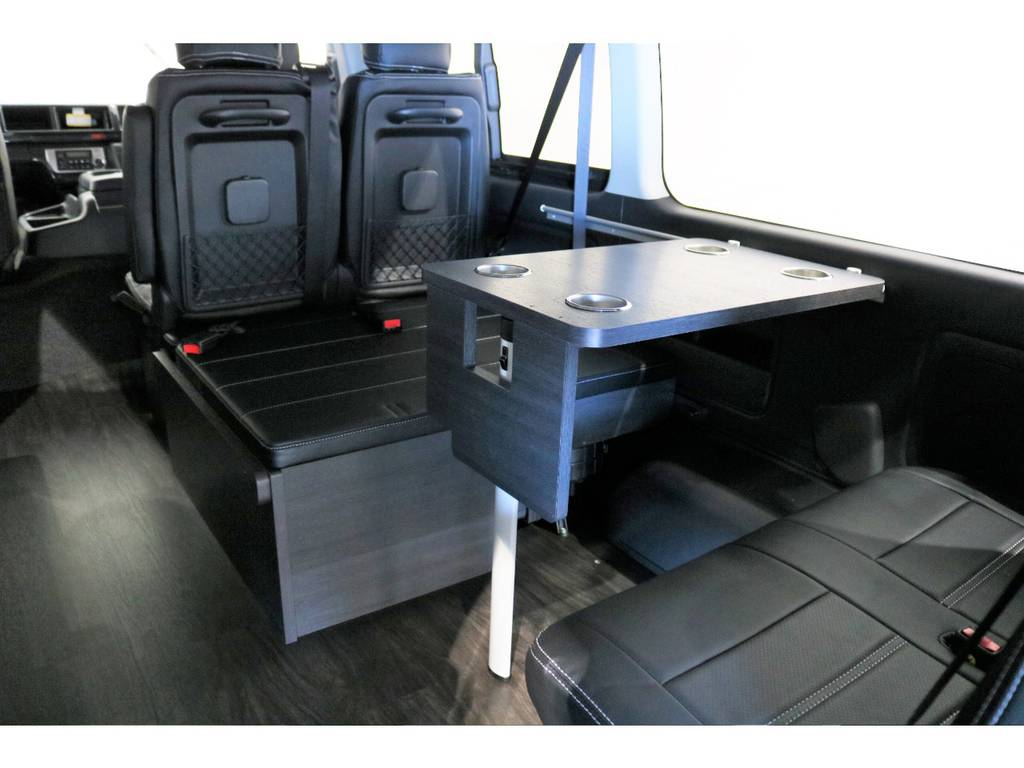 サイドテーブルも標準装備!脱着可能です!