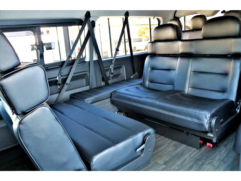 セカンドシートは対面座席にもレイアウト可能♪