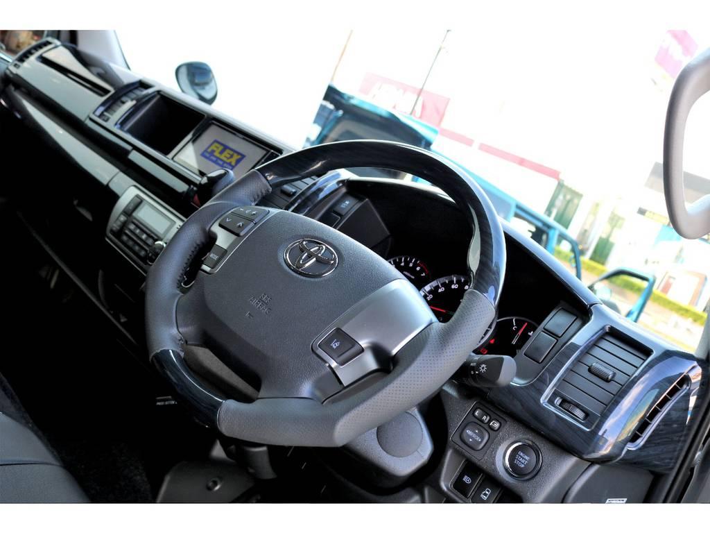 415COBRA黒木目コンビステアリングで豪華な運転席周り!