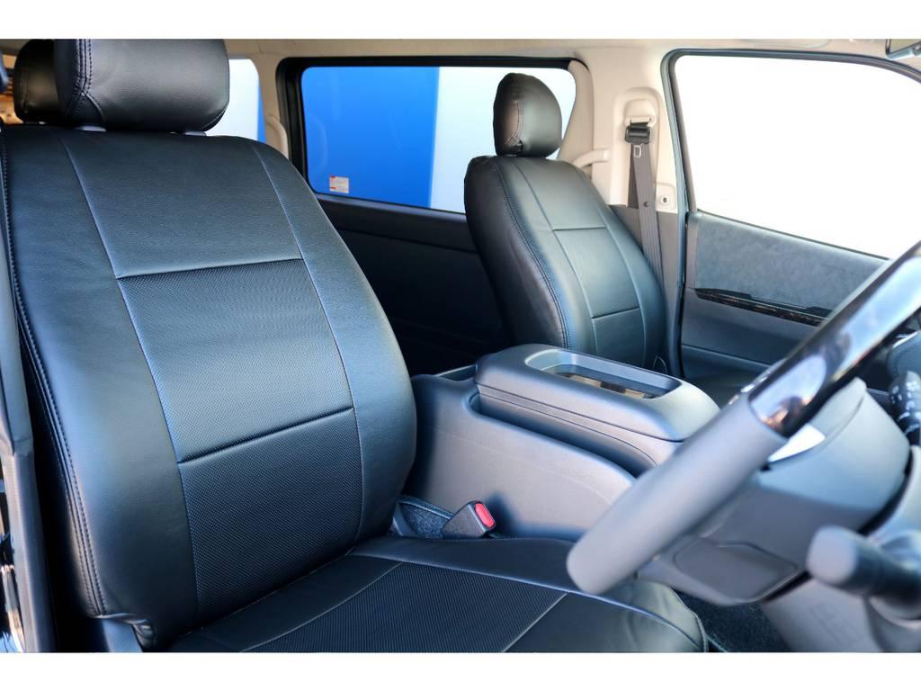 黒合皮のシートカバーでフロントシートは引き締まって見えます!