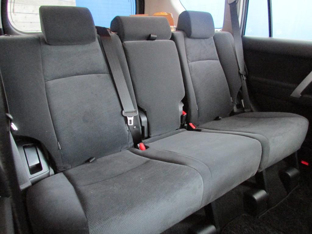 セカンドシートはまだ誰も座っていませんよ♪
