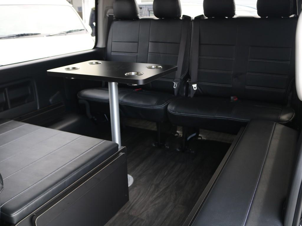 車内にベッドマットの収納スペース完備♪