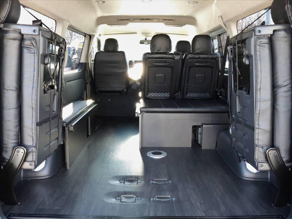 ベットパネル収納型テーブル付き車中泊仕様となります!
