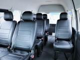 室内広々10人乗り、全席シートカバー付き!