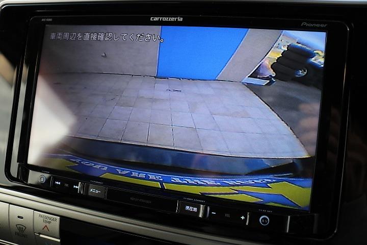 バックカメラ付きで後方視界もシッカリ確保できます!