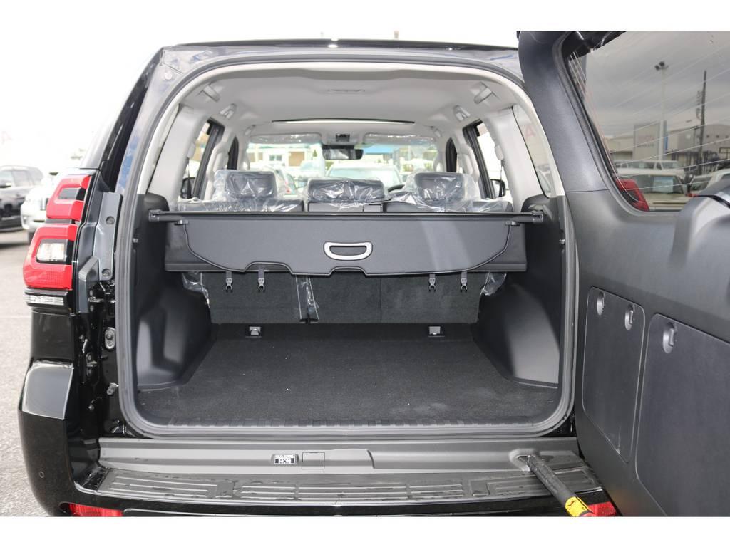 トランクは横開き☆5人乗りなので荷物もたくさん積み込めます☆