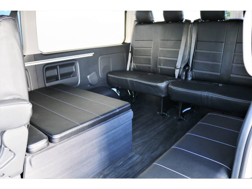 対面式の座席モード!ベッドキット用のパーツは全て車内に収納が出来ます!