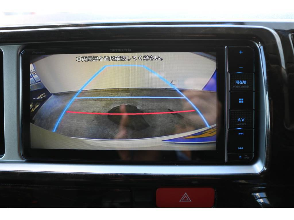 バックガイドモニター付きの為、後方視界も良好で安心確実に駐車出来ます!