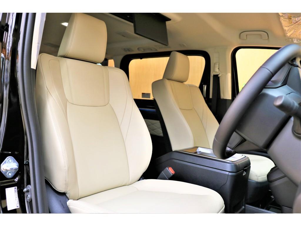 【フロントシート】シートエアコン機能付きの8WAYパワーシート(運転席)シート・ルーフカラーはナチュラルベージュ/フロマージュルーフの組み合わせ♪